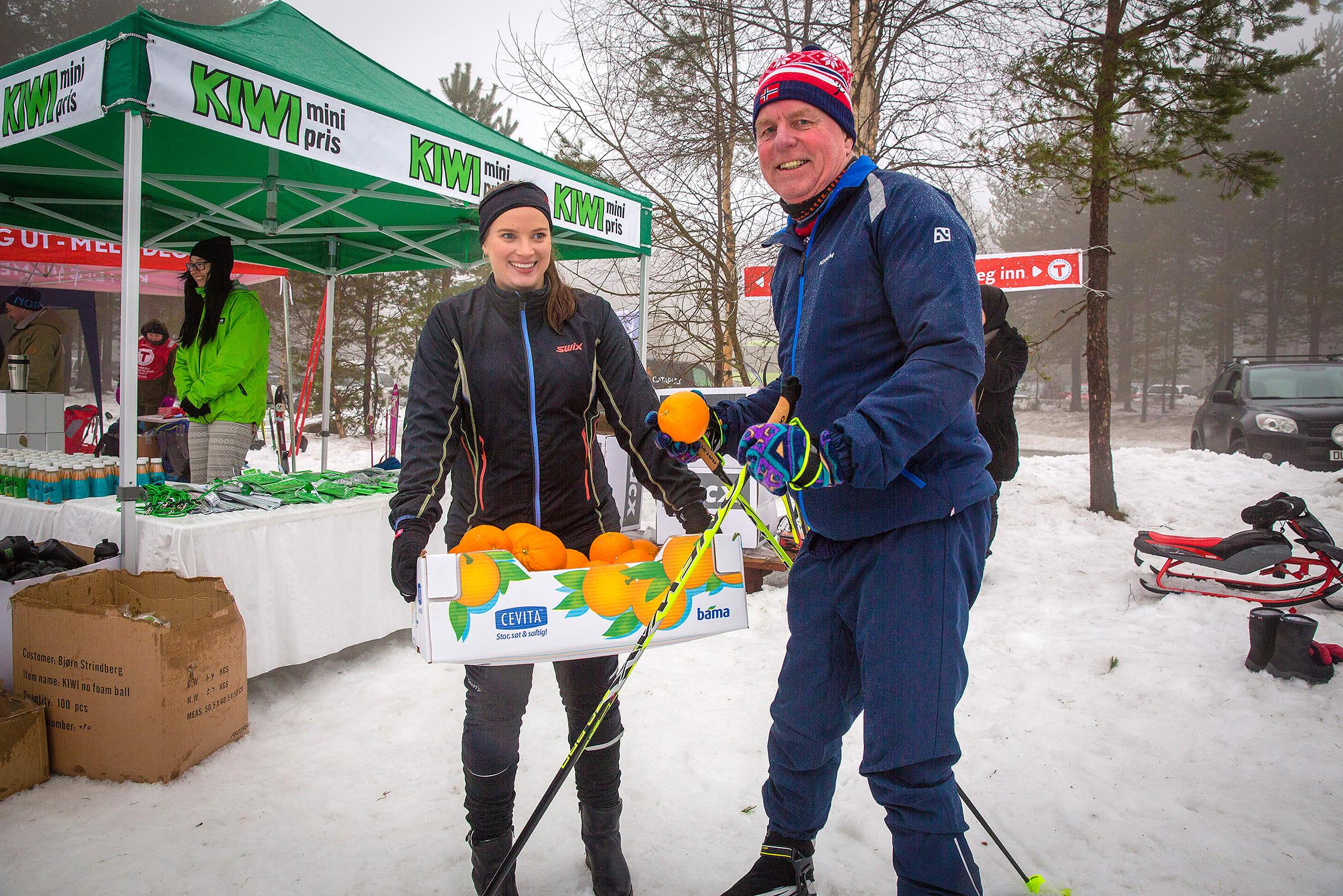 KIWI hadde egen stand på Kom deg ut-dagen i Drammen der de fremmøtte kunne forsyne seg med blant annet frukt og smoothies. (Foto: Catapult Film)