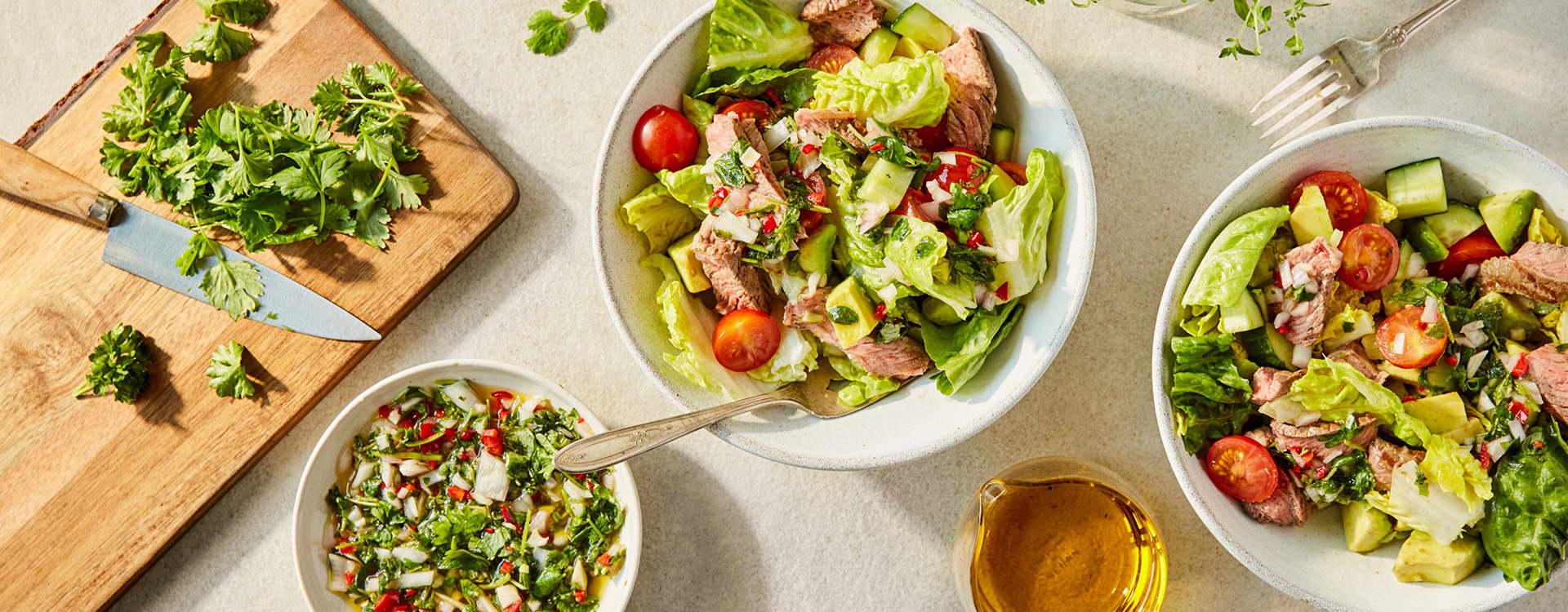 Grillmat og salat passer perfekt sammen.