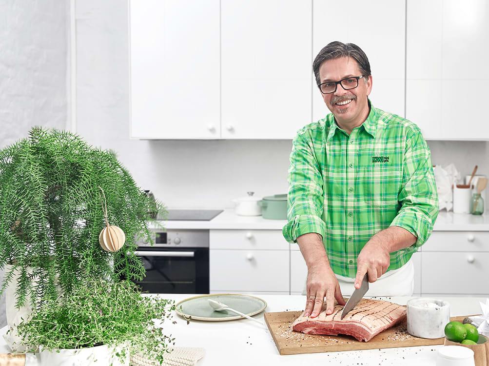 Harald Bregner er ferskvaresjef i KIWI og ekspert på ribbe og annen julemat.