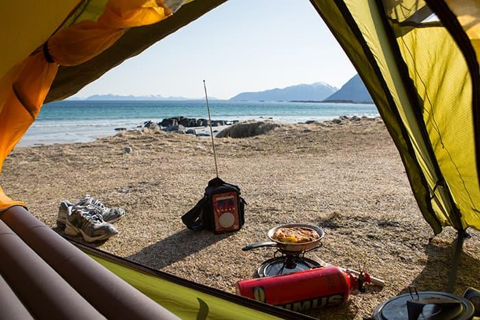 Bølgeskvulp, P3-morgen og frokost på senga. Jeg nyter luksusliv på Gimsøya!