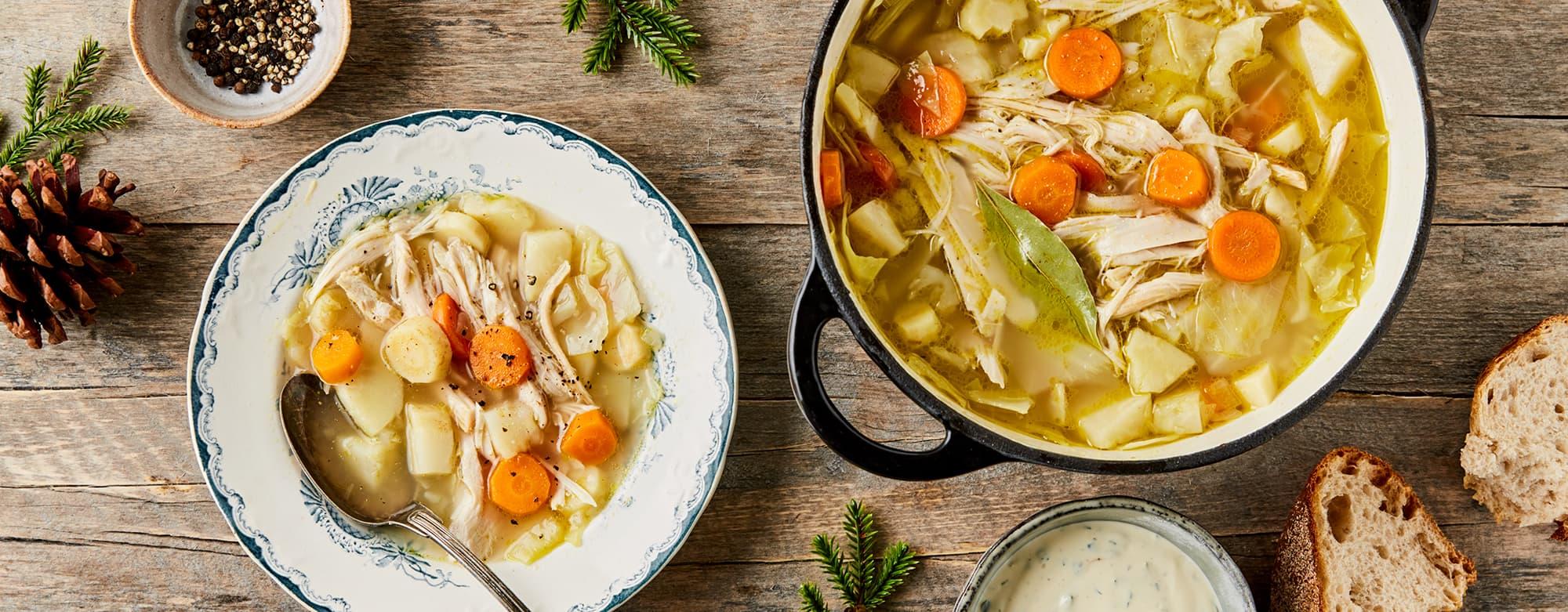 Kalkun passer utmerket i en grønnsakssuppe. Lett og god restemat hvis julen har blitt litt tung.