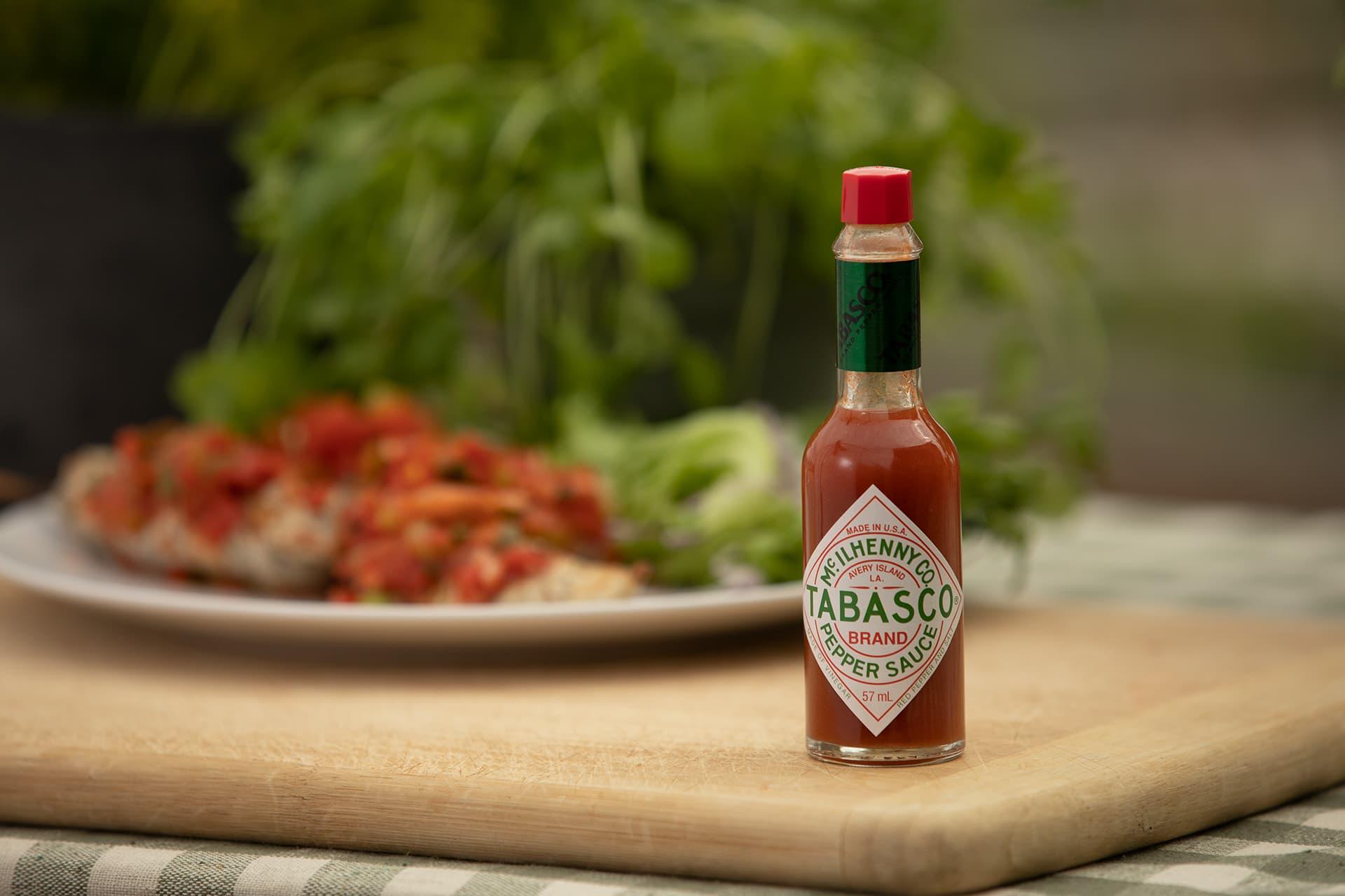 Det tar hele 5 år å lage en flaske med Tabasco. Selve sausen er laget på kun tre ingredienser, og oppskriften har vært uforandret siden 1868.