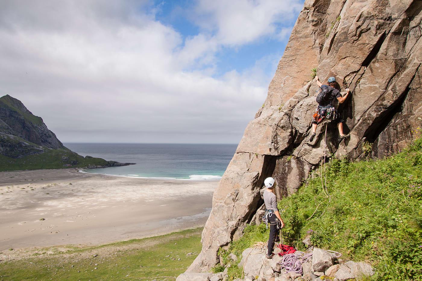 Minste motstands vei – det er ikke alle som liker å følge det utsagnet! For dedikerte fjellklatrere, er klatreturen opp Helvetestind noe av det råeste de kan oppleve.