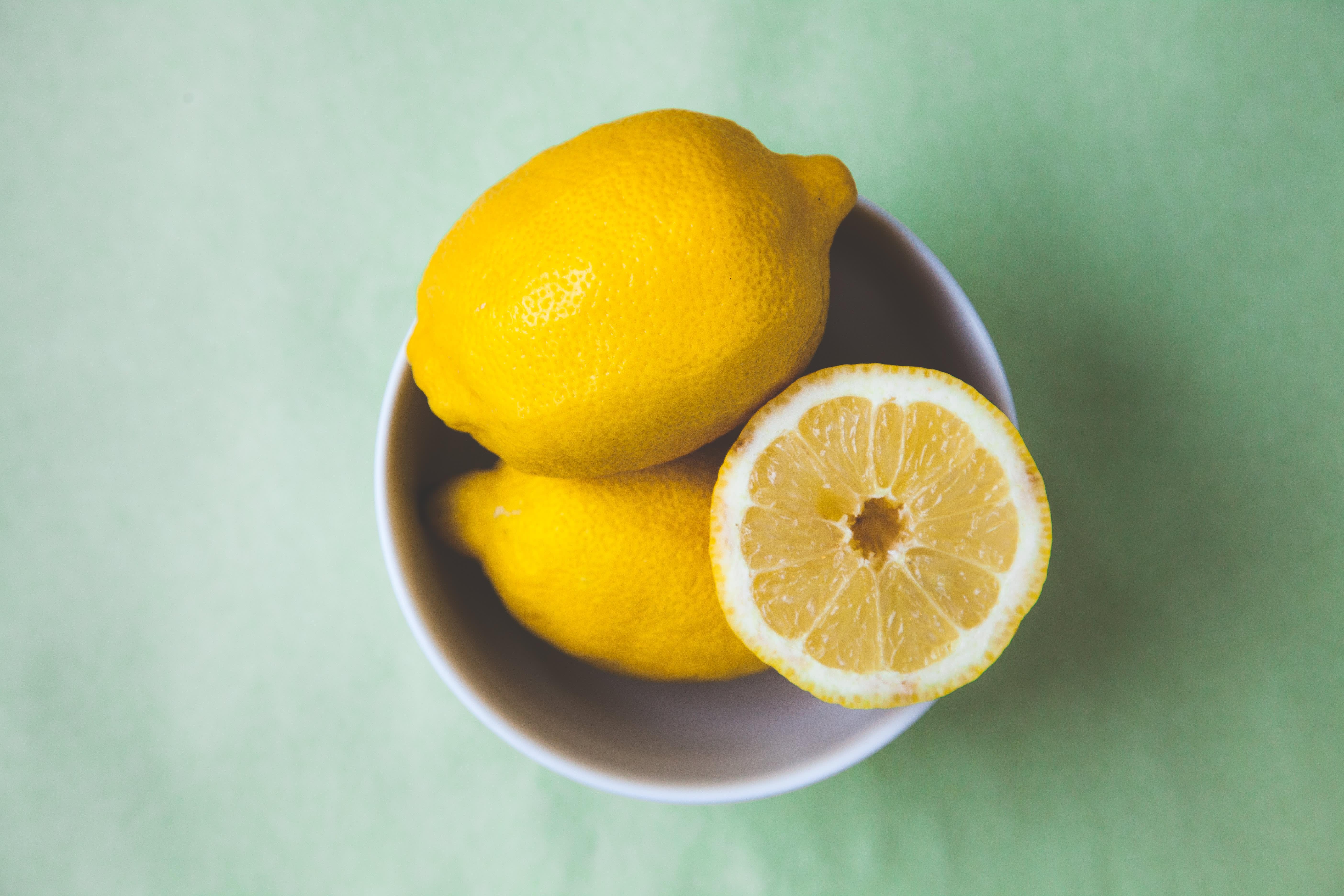 Du kjenner kanskje til tranebær mot blærekatarr? Sitron og grapefrukt kan også gjøre nytte.