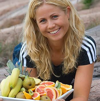 Klinisk ernæringsfysiolog Tine Sundfør sier at sunne First Price-produkter er like sunne som andre produkter.