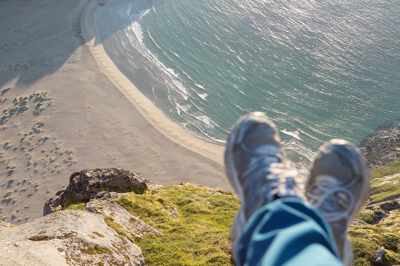 Tenk å være akkurat her, akkurat nå!  Utsikt over Bunesstranda på vei opp til Helvetestind.