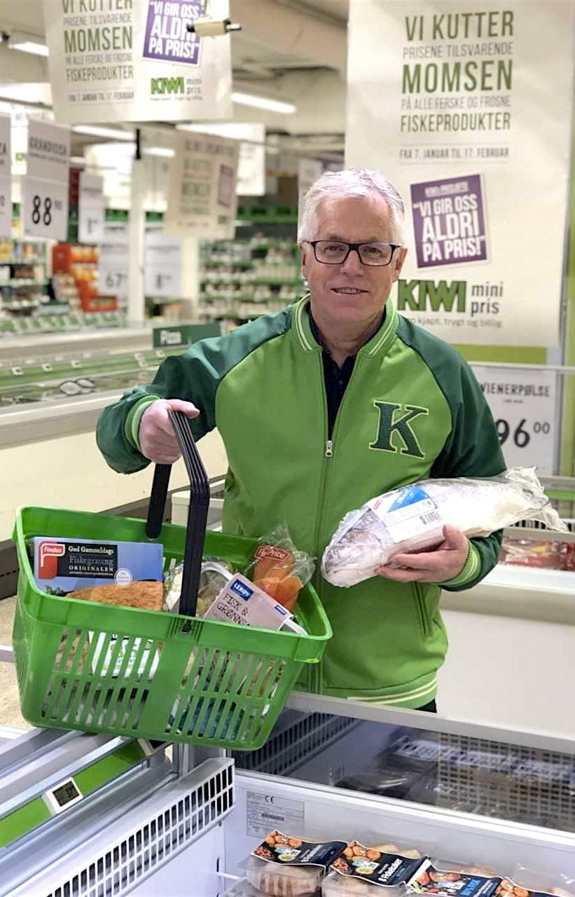 KIWI-sjef Jan Paul Bjørkøy er meget fornøyd med fiskesalget til KIWI de siste ukene.