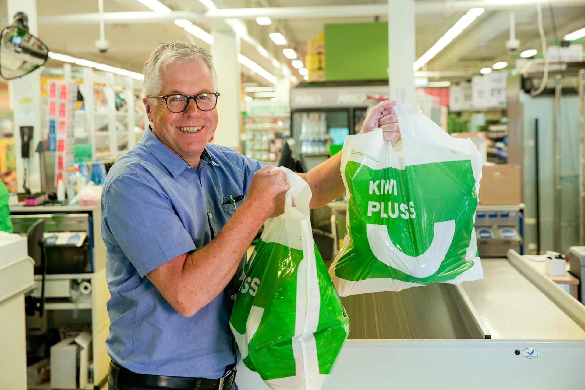 KIWI-sjef Jan Paul Bjørkøy er glad han kan være med på å gjøre Norge både sunnere og billigere.