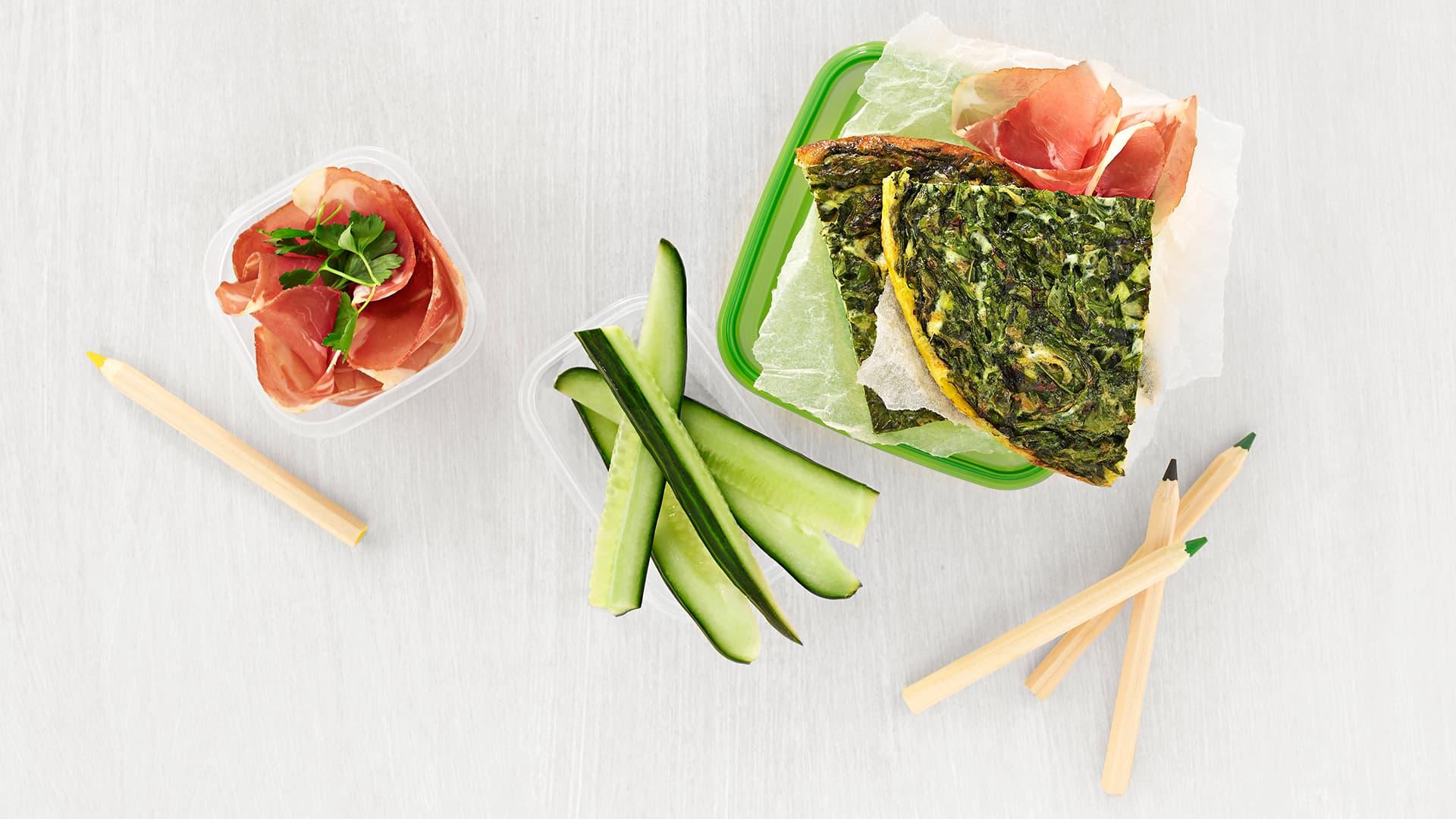 kald omelett med spekeskinke og spinat til matpakke.