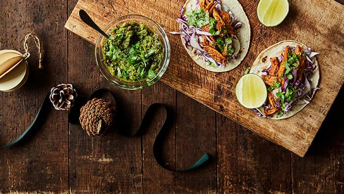 Selvfølgelig trenger vi taco i julen også. Men hva med å bytte ut kjøttet med reste-kalkun etter jule- eller nyttårsfeiringen?