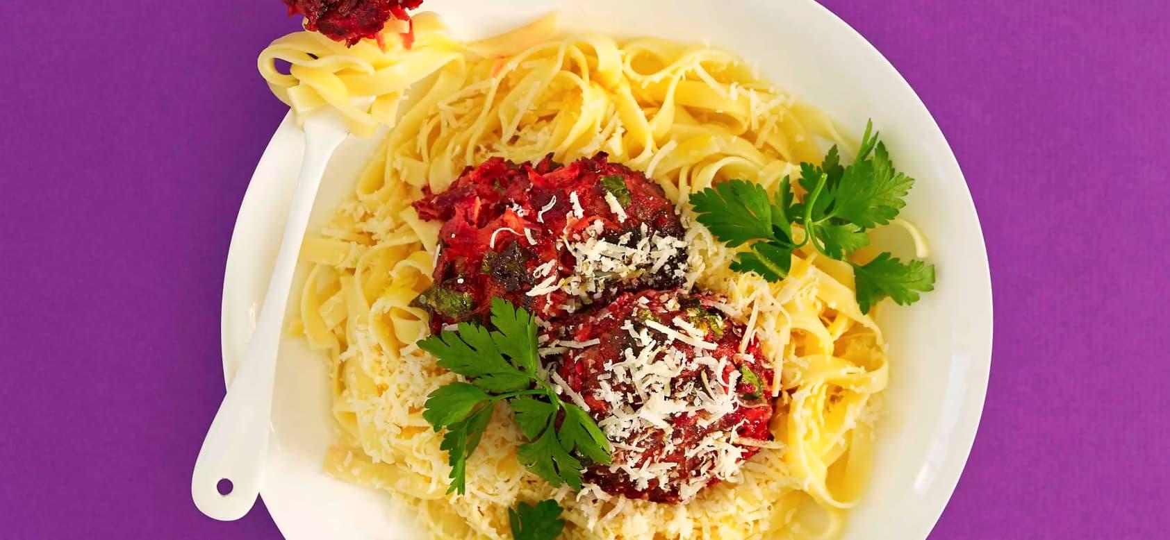 Grønnsaksburgere med tagliatelle. Et litt mer spennende alternativ til pasta med ketchup?