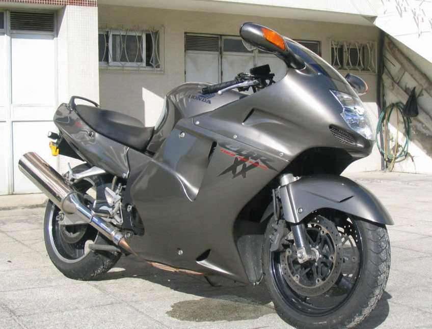 Honda CBR1100XX Blackbird (194 miles per hour)