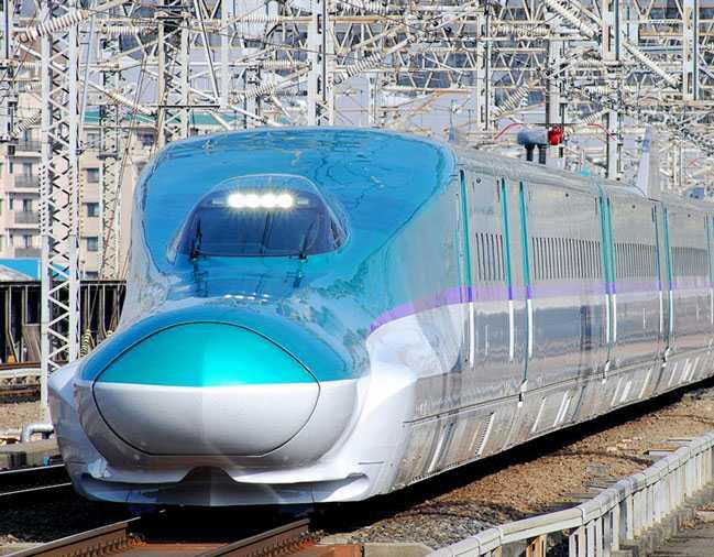 E5 Series Shinkansen Hayabusa (320 kph)