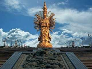 Guishan Guanyin of the Thousand Hands and Eyes (99 meters)