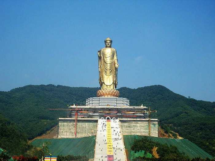 Spring Temple Buddha (153 meters)