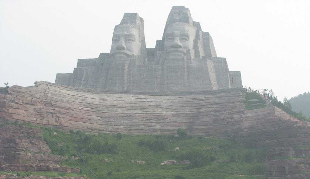 Emperors Yan and Huang (106 meters)