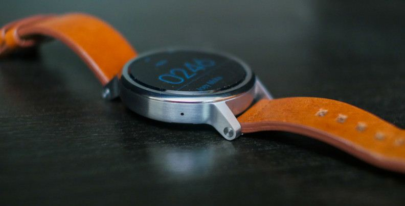 1. Motorola Moto 360 (2nd Generation)