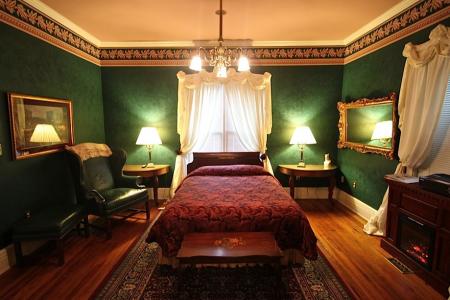 Inn Rooms Tara Suite 2 Queen Beds 1st Floor Main House
