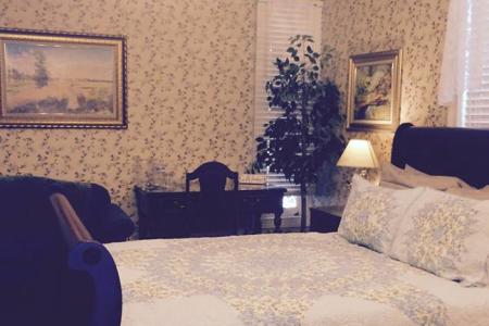 Inn Rooms Maple Suite Queen Bed 2nd Floor Main House