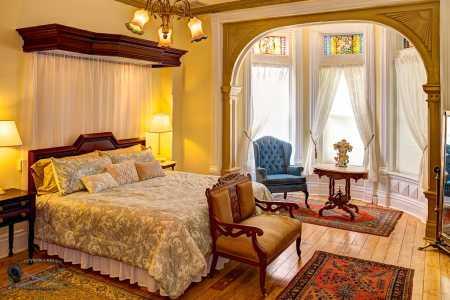 Romeo & Juliet Guest Room Bed