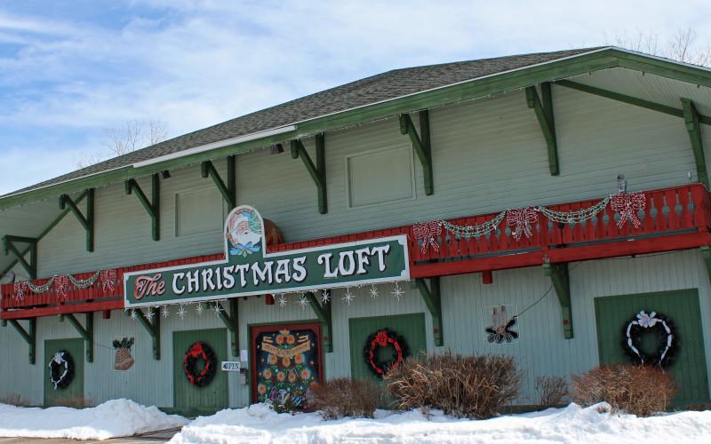 A HOLIDAY VILLAGE GEM: SHELBURNE'S COUNTRY CHRISTMAS LOFT