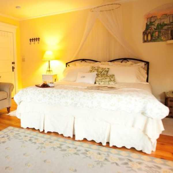 petit chateau suite 1 at Franklin Street Inn bed and breakfast downtown appleton wisconsin