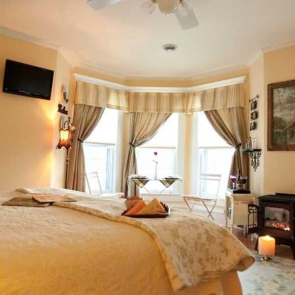 petit chateau suite 2 at Franklin Street Inn bed and breakfast downtown appleton wisconsin