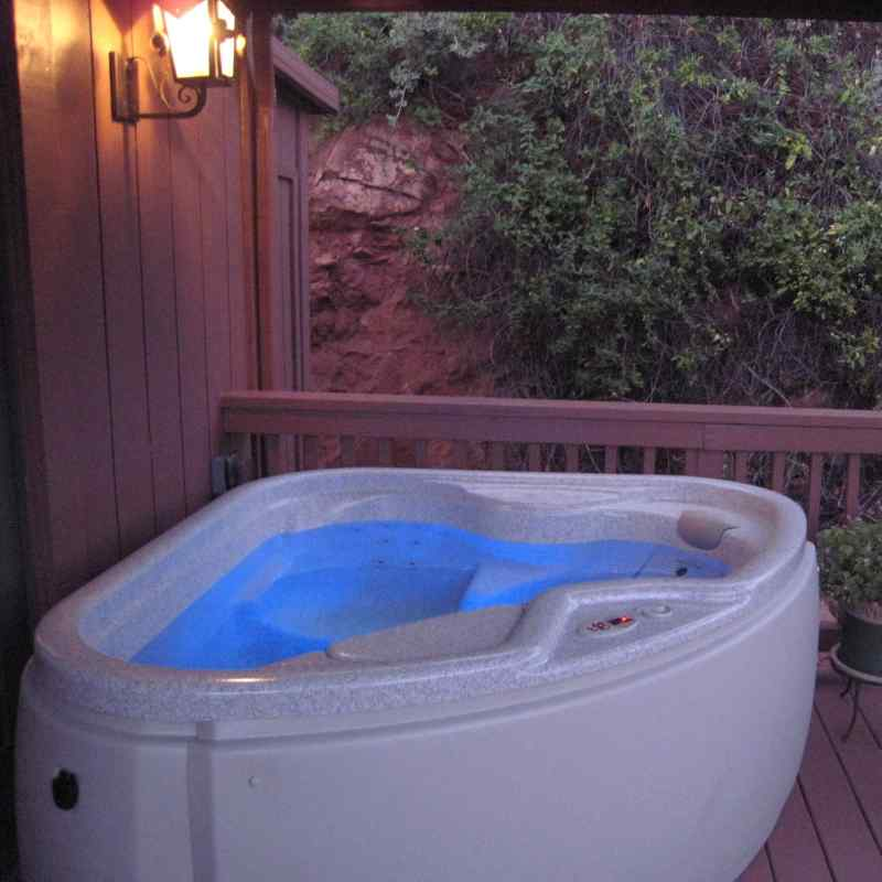 THE private hot tub IN THE SWEET DREAMS SUITE - SEDONA VIEWS B&B