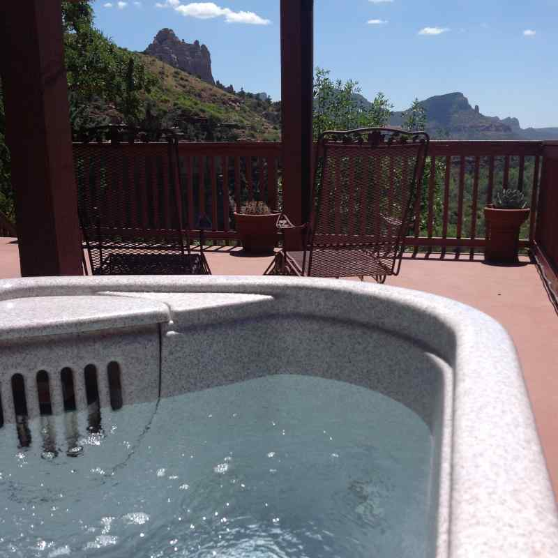 THE private hot tub IN THE MEMORIES & MOONBEAMS SUITE - SEDONA VIEWS B&B