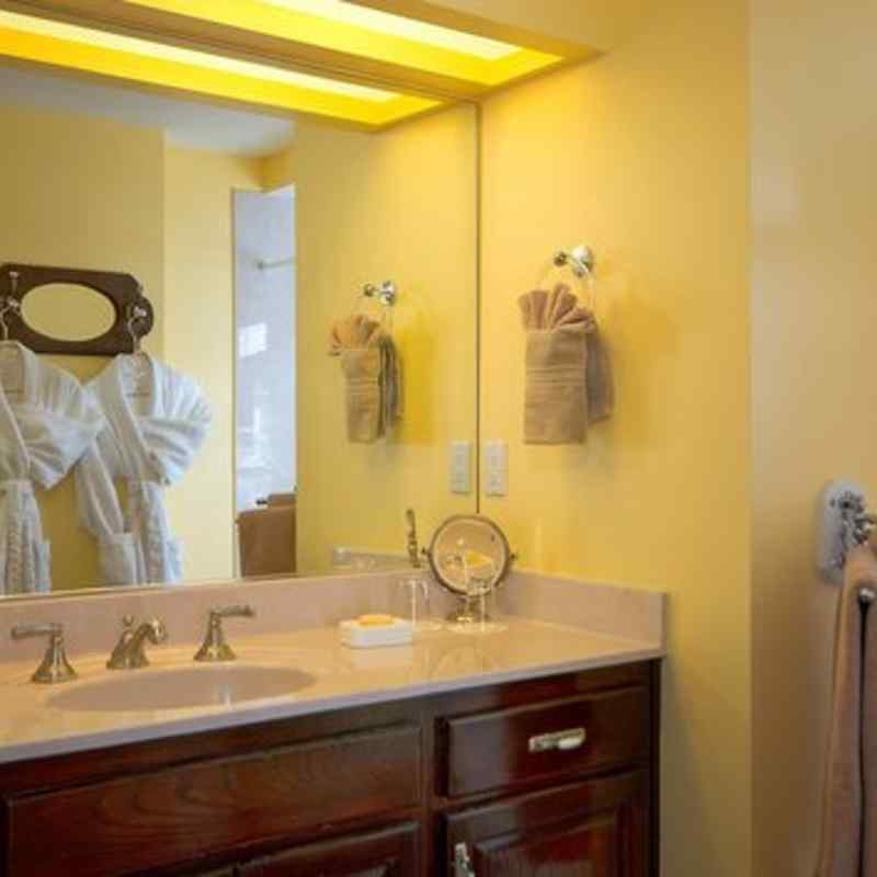 THE MASTER bath IN THE SEDONA SERENADE SUITE - SEDONA VIEWS B&B