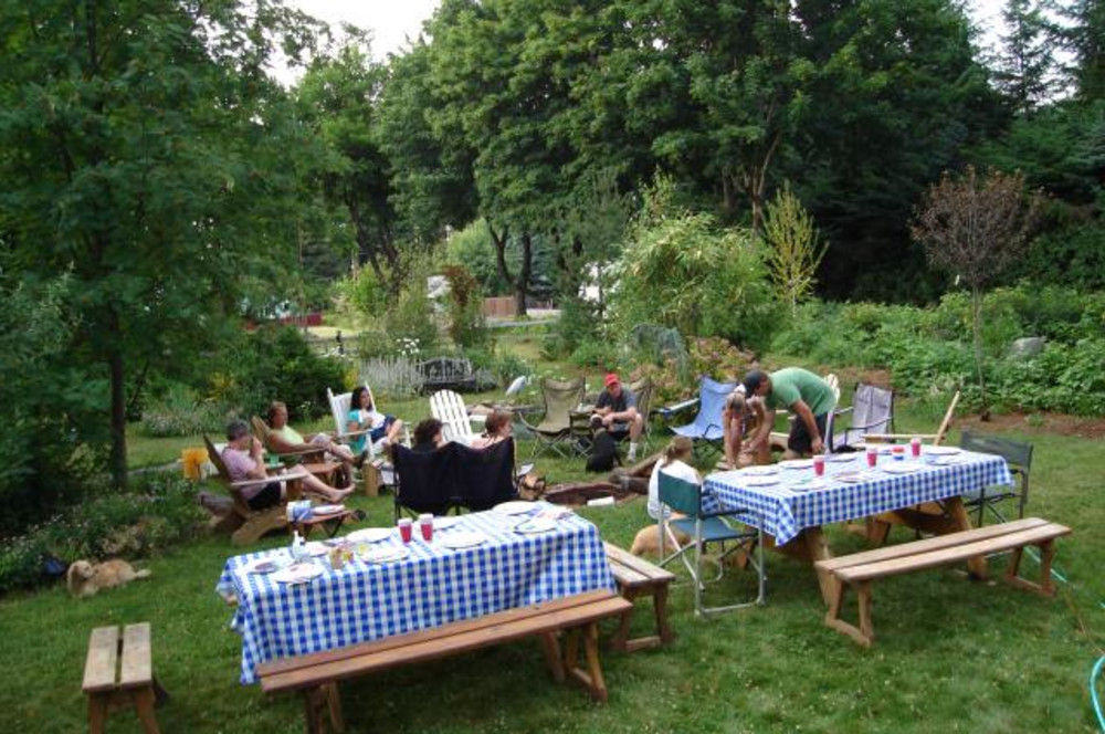 Move Your Family Reunion to the Old Parkdale Inn This Summer