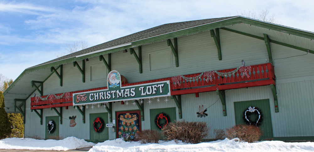 A HOLIDAY VILLAGE GEM: SHELBURNE'S COUNTRY CHRISTMAS LOFT
