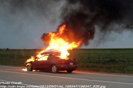Akibat Korsleting Listrik, Mobil BMW ini Terbakar