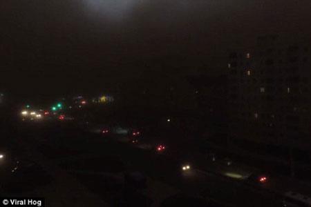 Wow, Dahsyatnya Badai ini Merubah Langit Siang Menjadi Malam