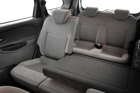 Ruang Duduk Mobil MPV Chevrolet Spin