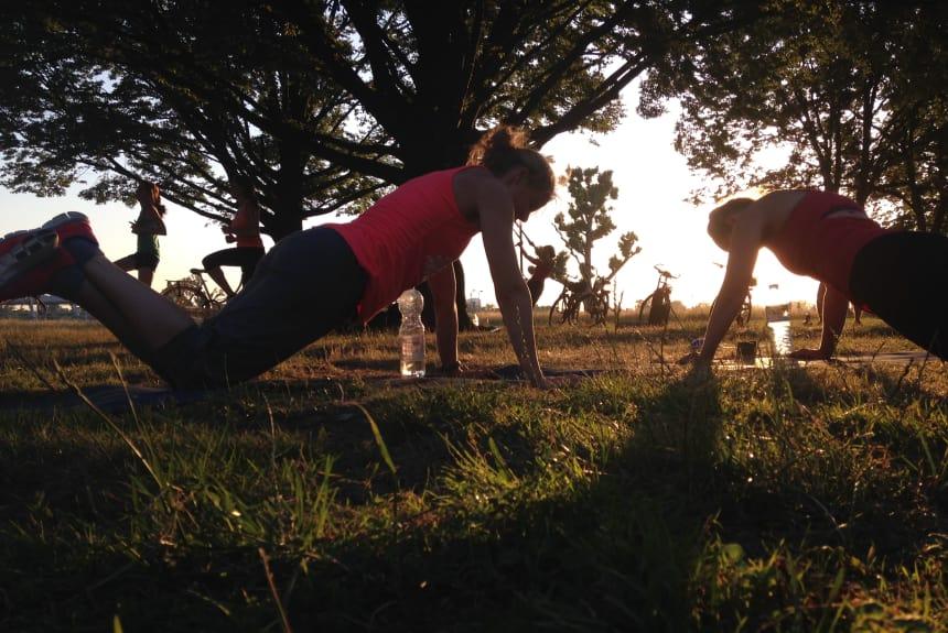 Training während des Sonnenuntergangs