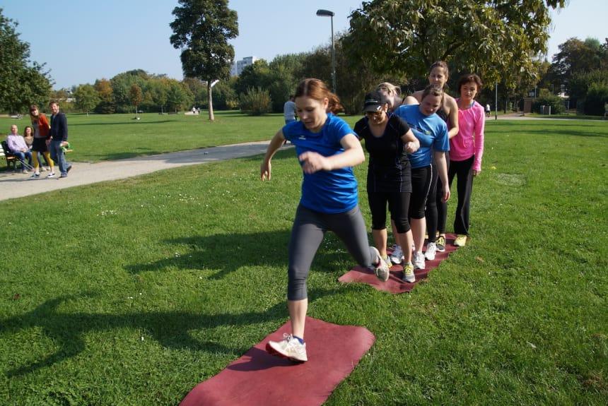 Spass bei dem Outdoor Fitness Training
