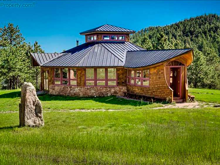 16-o-Starhouse-parece-rasgada-das-páginas-de-um-conto-de-fadas-a-propriedade-oferece-um-refúgio-do-caos-da-vida-na-cidade-em-Boulder-2-quartos-casas-dos-sonhos