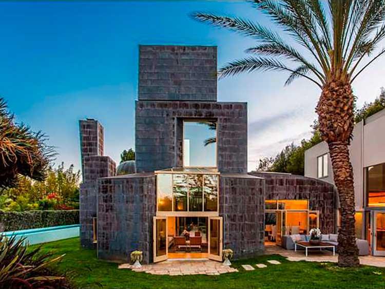 13-a-casa-Schnabel-construído-em-1989-contém-vários-jardins-piscinas-e-estruturas-de-seu-arquiteto-Frank-Gehry-disse-que-este-é-o-projeto-que-eu-tinha-fantasiado-sobre-a-sua-próp