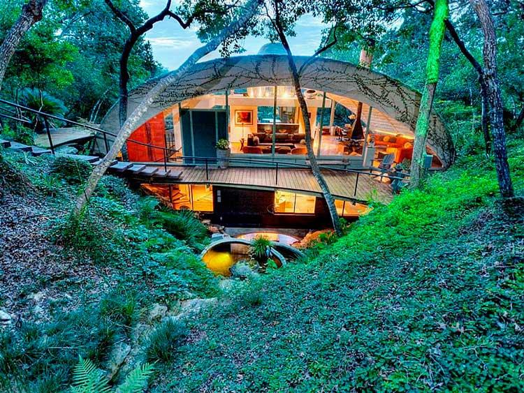 01-paredes-de-vidro-e-um-teto-abobadado-ajuda-doméstica-que-combinam-perfeitamente-para-os-subúrbios-arborizados-fora-Austin-blog-ozten-casas-dos-sonhos