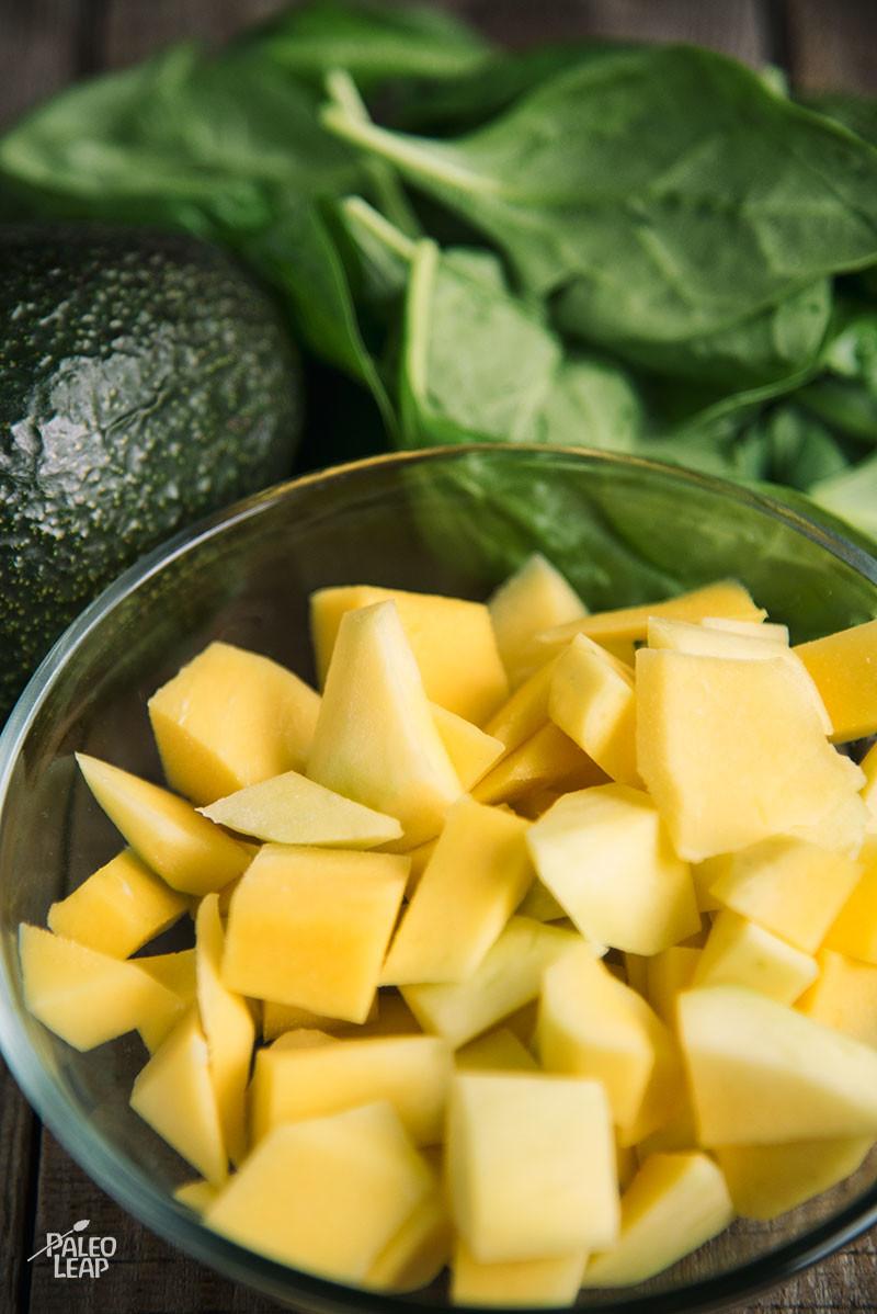Mango, Avocado, And Spinach Smoothie preparation