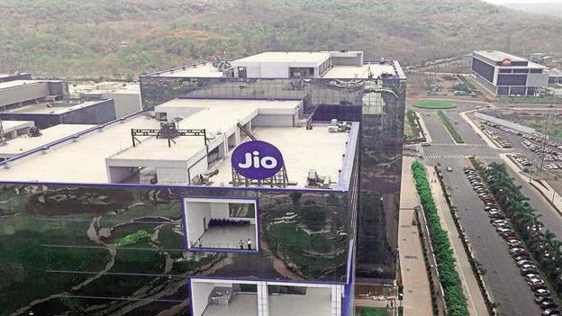 RIL logs Rs 100cr profit a day on petchem, retail