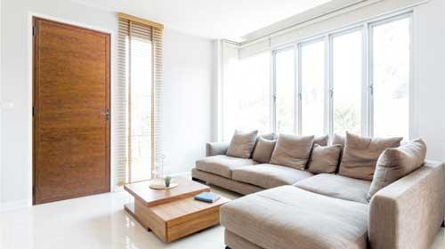 Astra lança porta com a beleza da madeira e a durabilidade do alumínio
