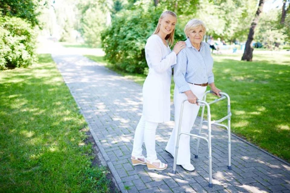 高齢者や障害者の移動サポートに役立つ