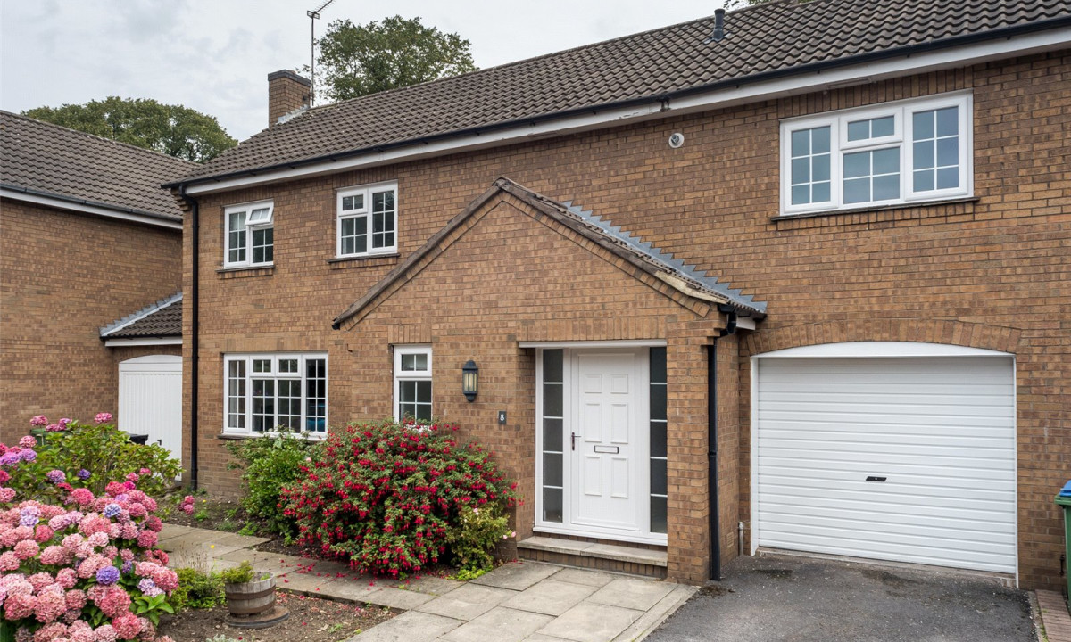3 Bedroom House To Rent Park Lane Mews Roundhay Park Lane Leeds West Yorkshire