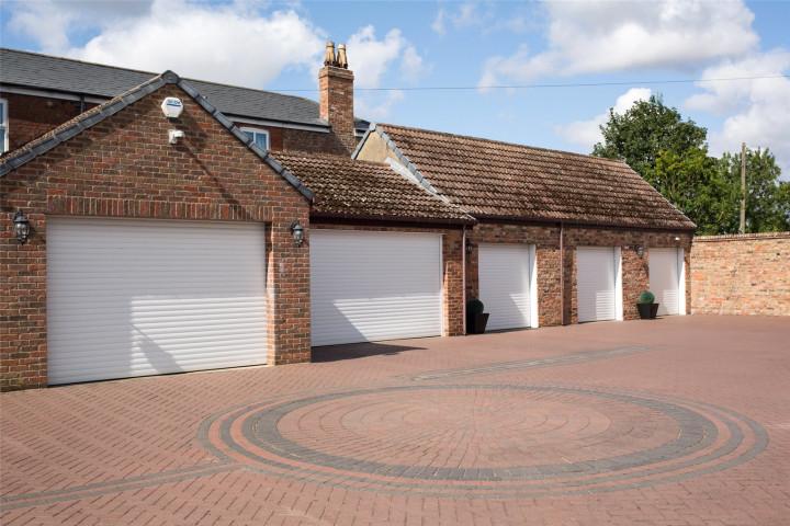 Garages/Driveway