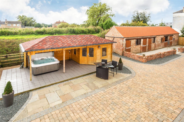 Summerhouse/Stables