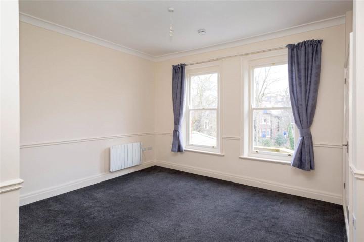 Flat 8 Livingbedroom