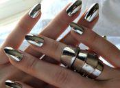 Tendencia: efecto espejo en tus uñas