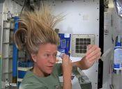 ¿Como se lavan el pelo las/os astronautas? Video te impresionará